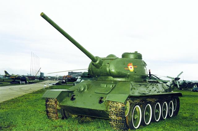 Средний танк Т-34-85 (экспозиция технического музея ВАЗа)