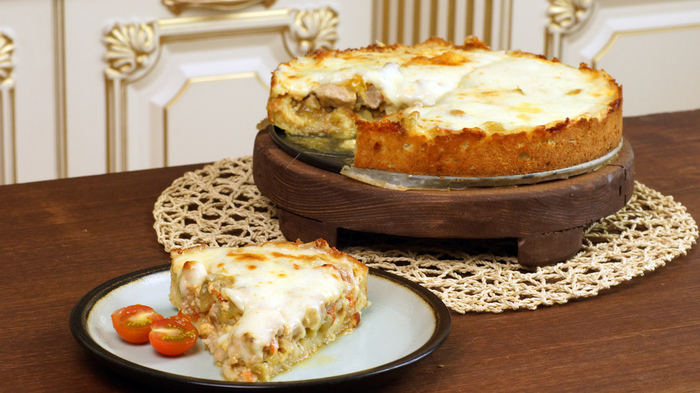 Мясной пирог на подушке из картофельного теста