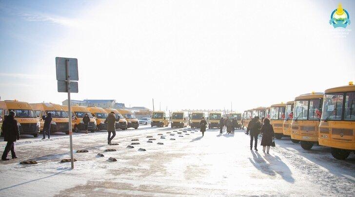 24 школы Бурятии получили ключи от новых автобусов Хорошие, добрые, новости, россия, фоторепортаж