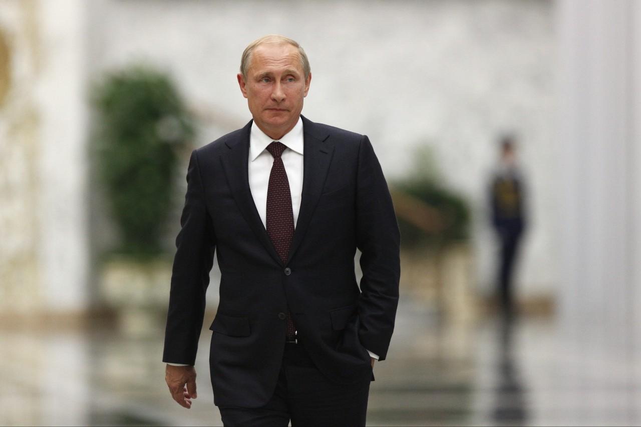 Путин заявил, что ему приходится «реально с дубиной стоять» для повышения зарплат бюджетникам