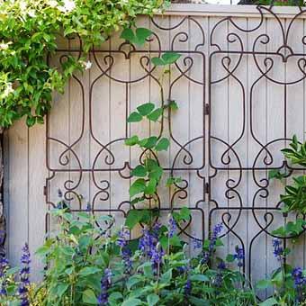 http://idealsad.com/wp-content/uploads/2013/09/foto-zaborov-s-cvetami35.jpg