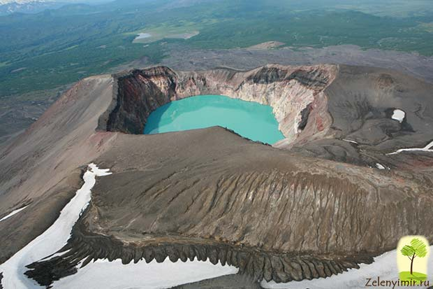 Устрашающий вулкан Малый Семячик с кислотным озером. Камчатка, Россия - 2
