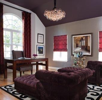Покрасьте потолок в более темный цвет, чем стены