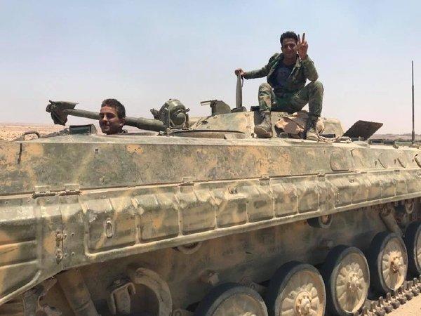 Солдаты сирийской армии и военнослужащие Росгвардии в Даръа