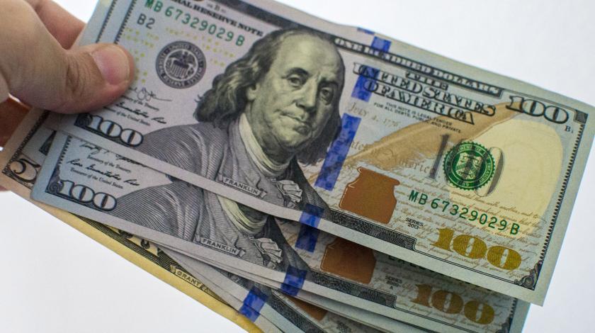 Курс доллара снизился до 64,2 рубля