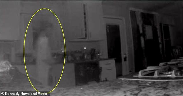 Камера наблюдения в доме аме…