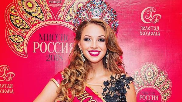 Полина Диброва надела корону…