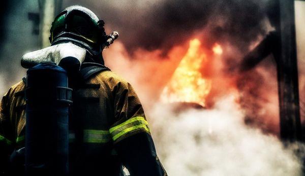 Что делать при пожаре в общественном месте и как себя вести. Алгоритм выживания