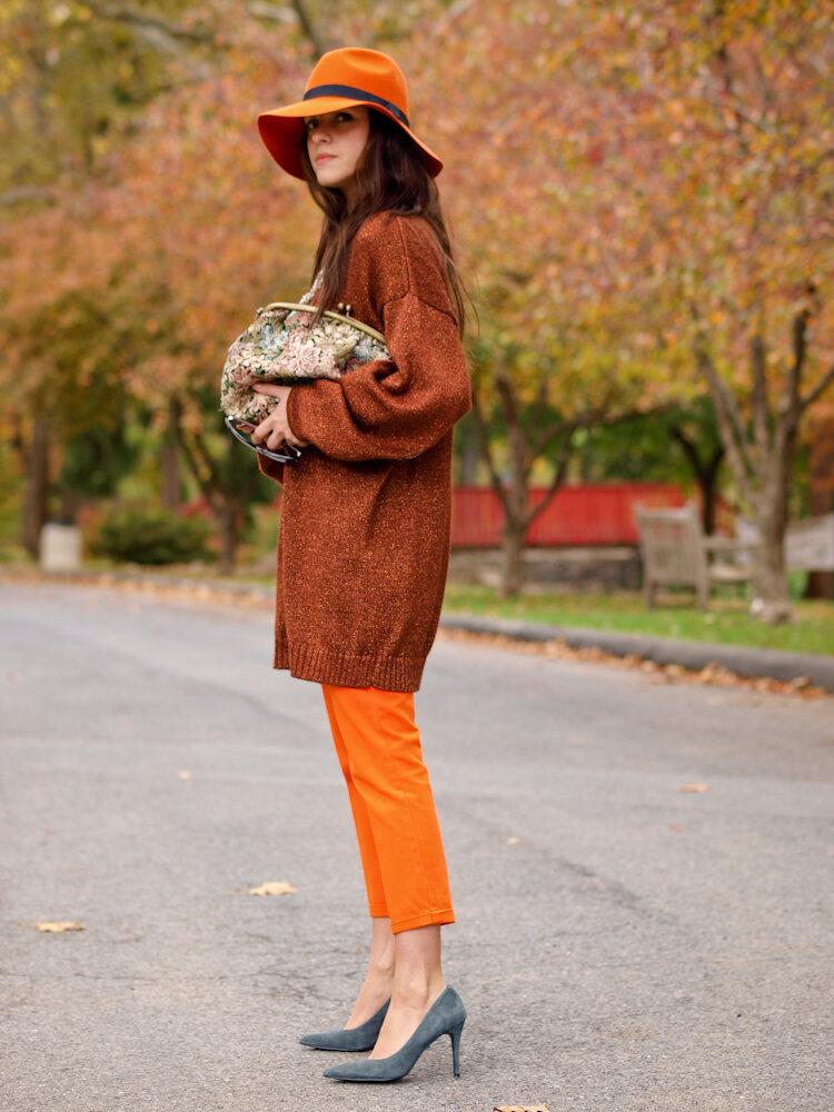 Осенний образ с оранжевой шляпой. /Фото: bittersweetcolours.com