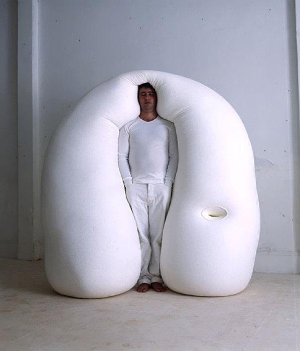 Вертикальная кровать от Ernesto Neto.
