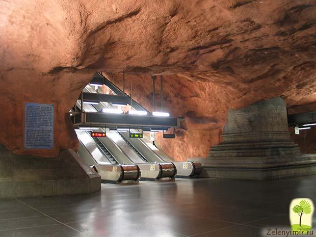 Ошеломляющее метро в Стокгольме – самая длинная художественная галерея в мире, Швеция - 19