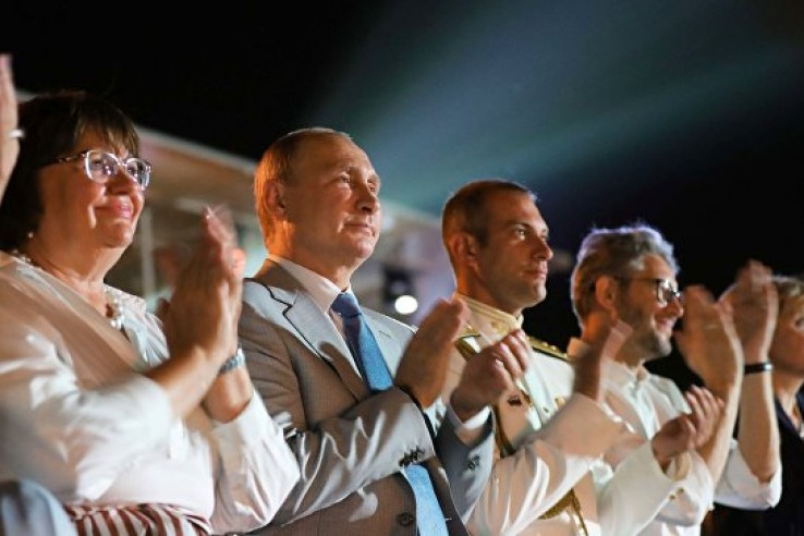 Путин посетил открытие оперн…