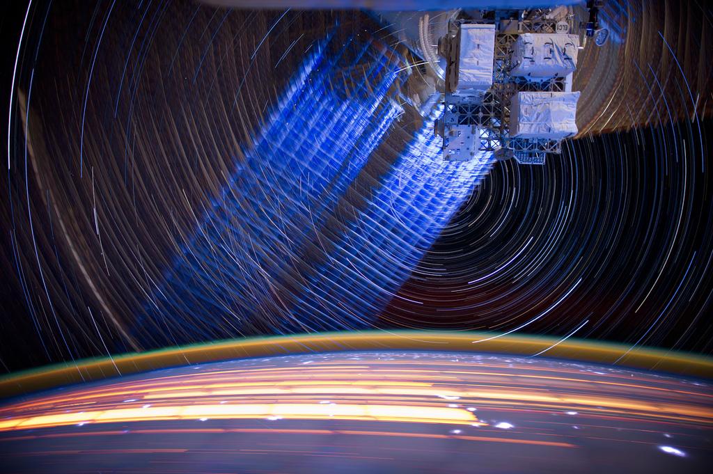 2139 Звездные следы   фото с МКС