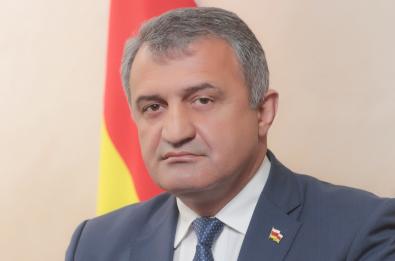 Глава Южной Осетии открыто заявил, что дает военные консультации ДНР