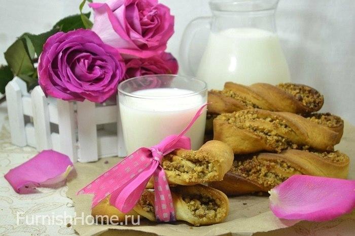 Дрожжевые булочки с ореховой начинкой
