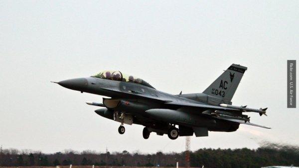 На учения в Эстонию прибыли 12 американских истребителей F-16