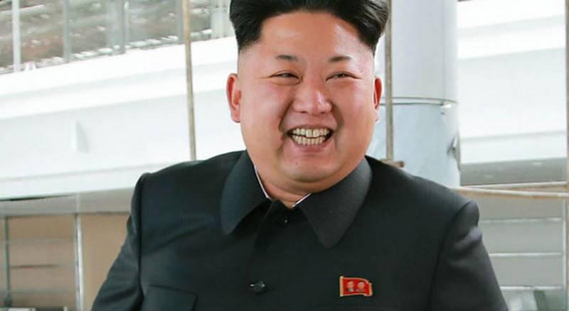 Улыбка Ким Чен Ына? Или клыкастый оскал?