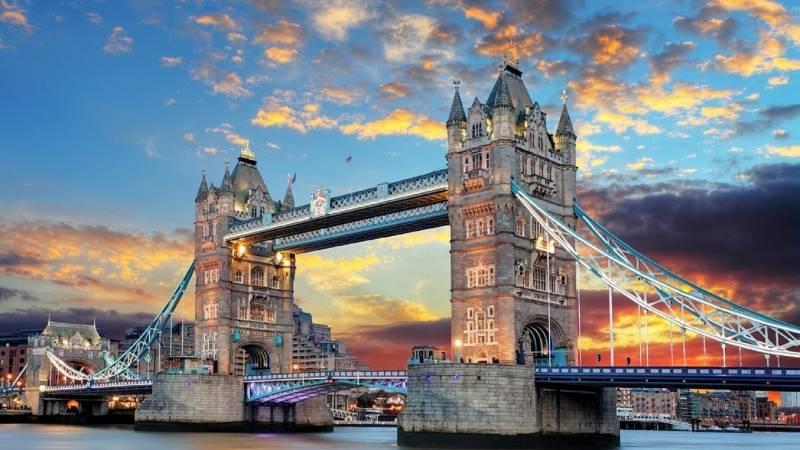 В тихой лондонской гавани на…