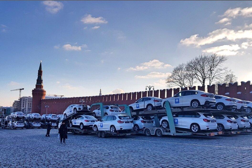 Красную площадь забили BMW для олимпийцев