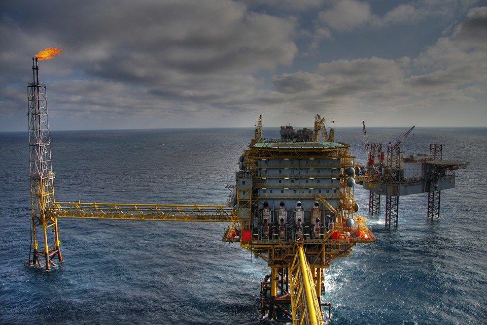 «Роснефть» и CEFC заключили крупную сделку: в течение пяти лет в Китай поставят 60 миллионов тонн нефти
