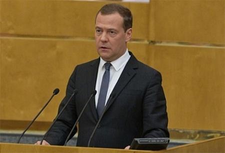 Медведев начал с пенсионной мульки