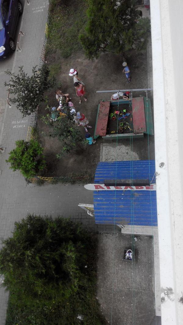 Вот такая детская площадка с землей в песочнице воспитание, деньги, дети, детский сад, поборы, прикол, россия, юмор