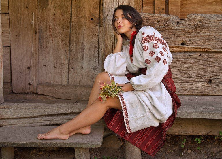 Славянский образ красивой девушки