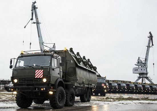 В инженерных войсках принят на снабжение понтонный автомобиль Камаз-63501