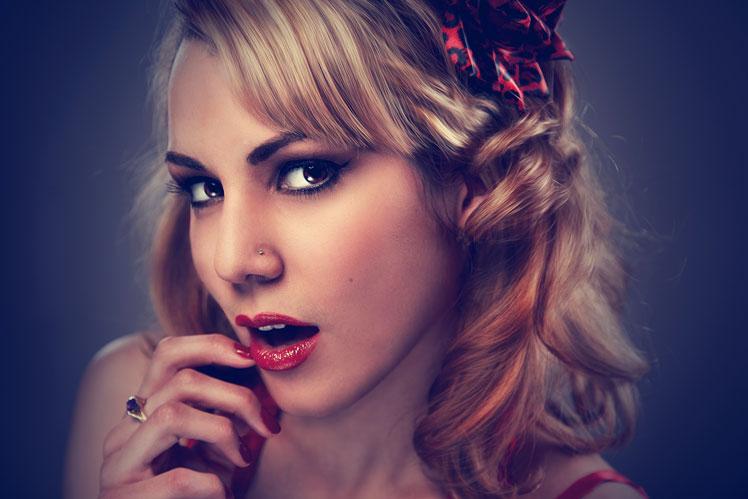 Выбор для женщин: быть недотрогой или легкодоступной?