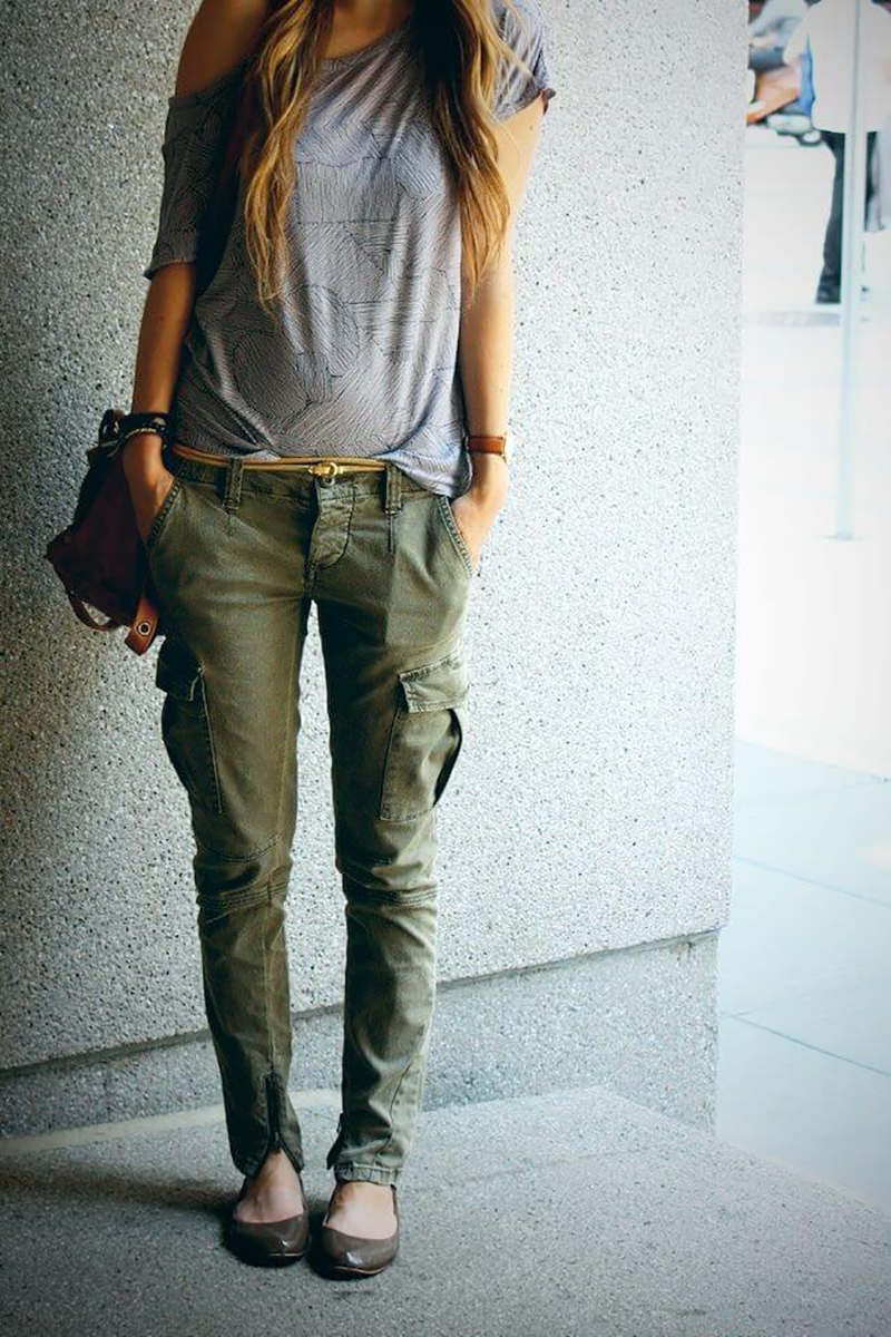 с чем сочетать брюки цвета хаки