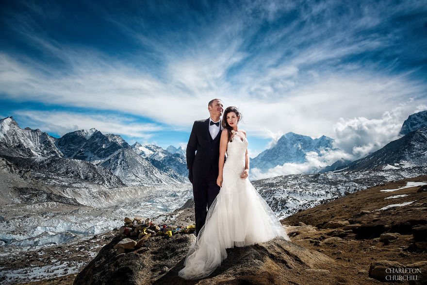 Couple Gets Married On Mount Everest After Trekking For 3-Weeks, And Their Wedding Photos Are Epic