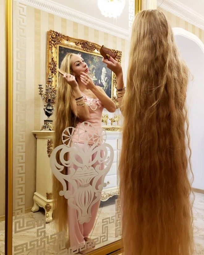Вот как выглядят волосы девушки которая не стриглась целых 28 лет