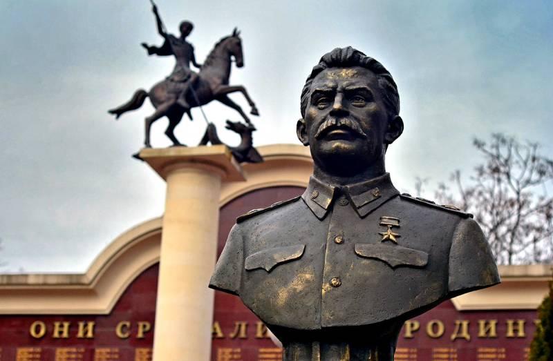 Почему нам нужно ставить памятники Сталину