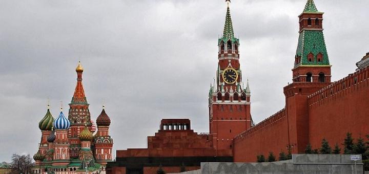 Кто нападает на Ленина в мавзолее