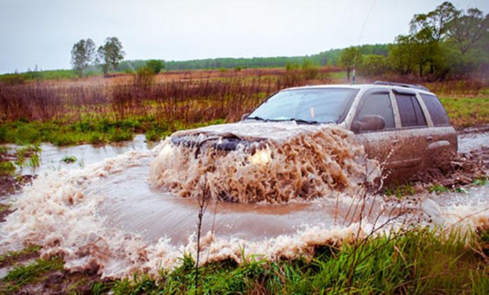 Если не жалко, можно и на своей машине... /Фото:trophy-life.ru