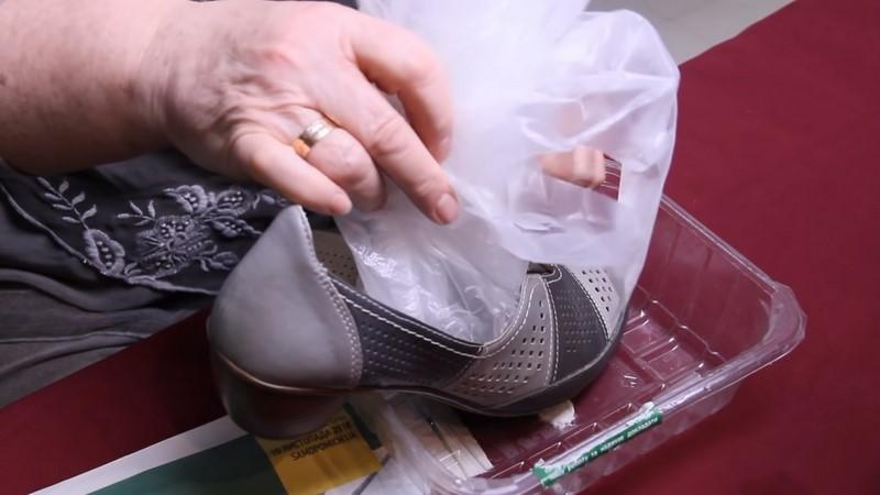 как растянуть кожаную обувь