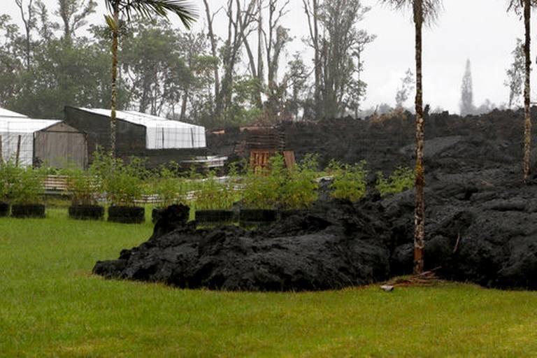 """""""Богиня Пеле вернулась за своей землей"""": горящая лава поглощает Гавайи Kilauea, hawaii, ynews, гавайи, извержение вулкана, стихия"""