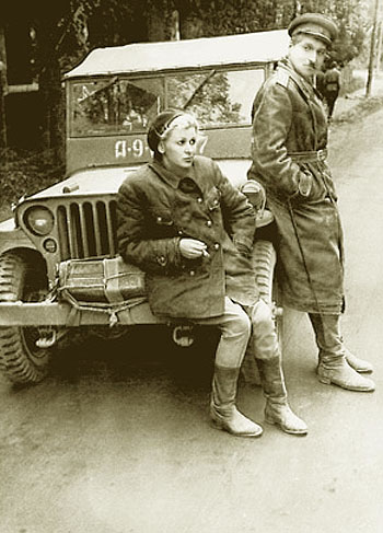 Валентина Серова (Valentina Serova) - Валентина Серова и Константин Симонов на фронте.