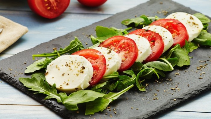 Бутерброд из помидоров и сыра.  Фото: yandex.ru.