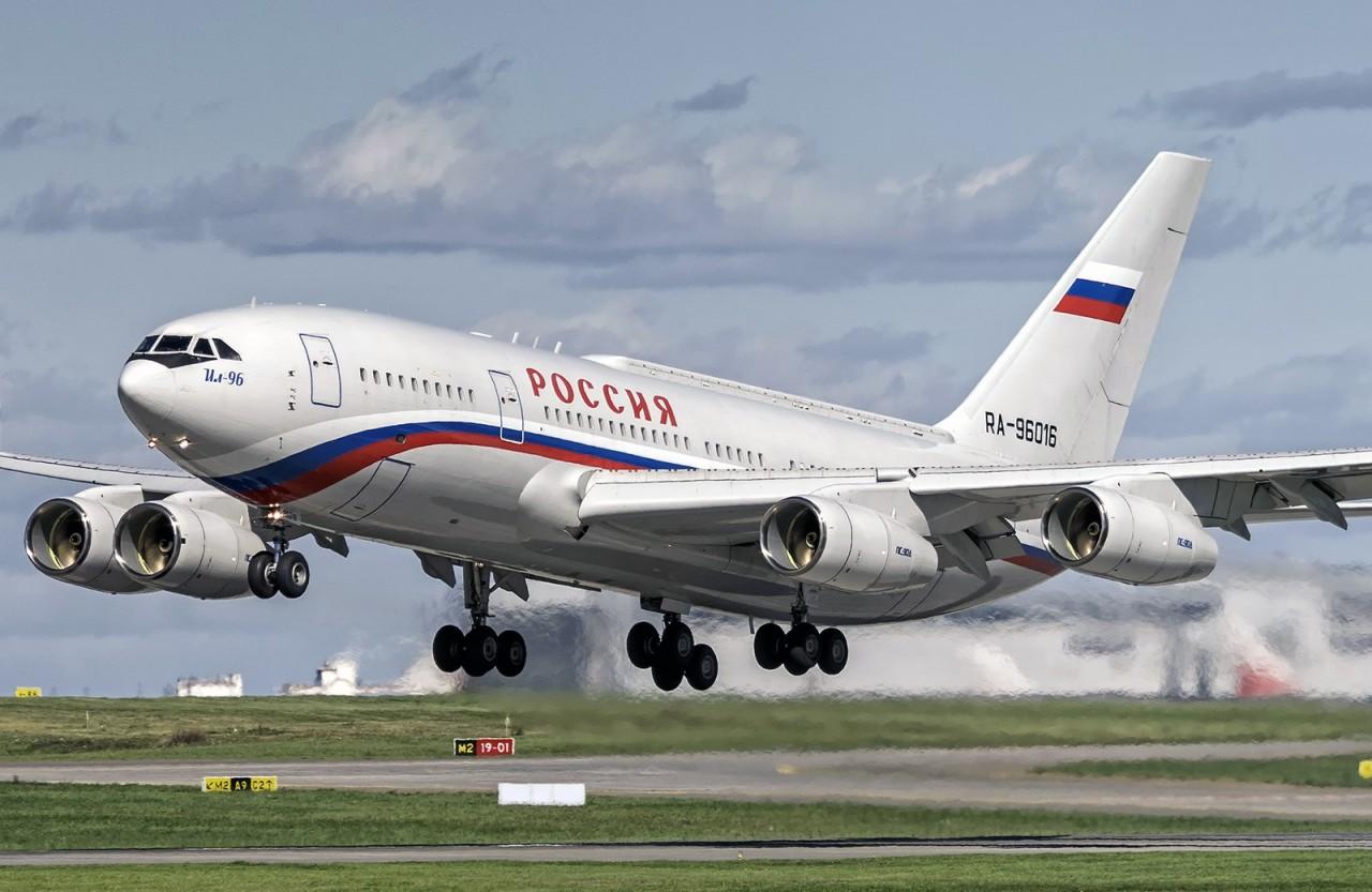 Журналисты показали самолет …