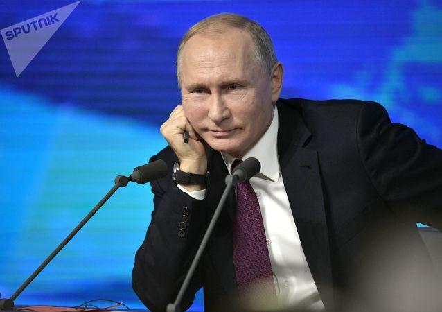 Без юмора никуда: шутки Владимира Путина на большой пресс-конференции