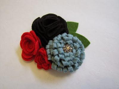 Лента для волос с войлочными цветами