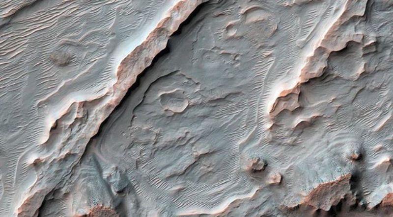 NASA опубликовало новое фото марсианских рек