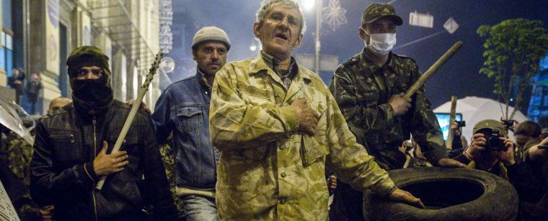 Готовясь к выборам, украинские олигархи вкладываются не в медиа, а в покупку боевых подразделений