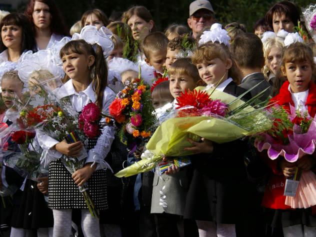 «На машине времени»: в День знаний звезды показали, какими они были школьниками