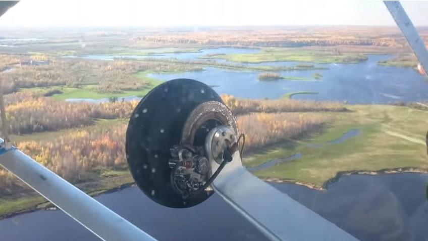 Самодельным самолётом на рыбалку!