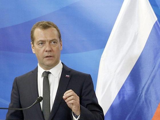 Медведев: Россия может отказаться от участия в Давосе