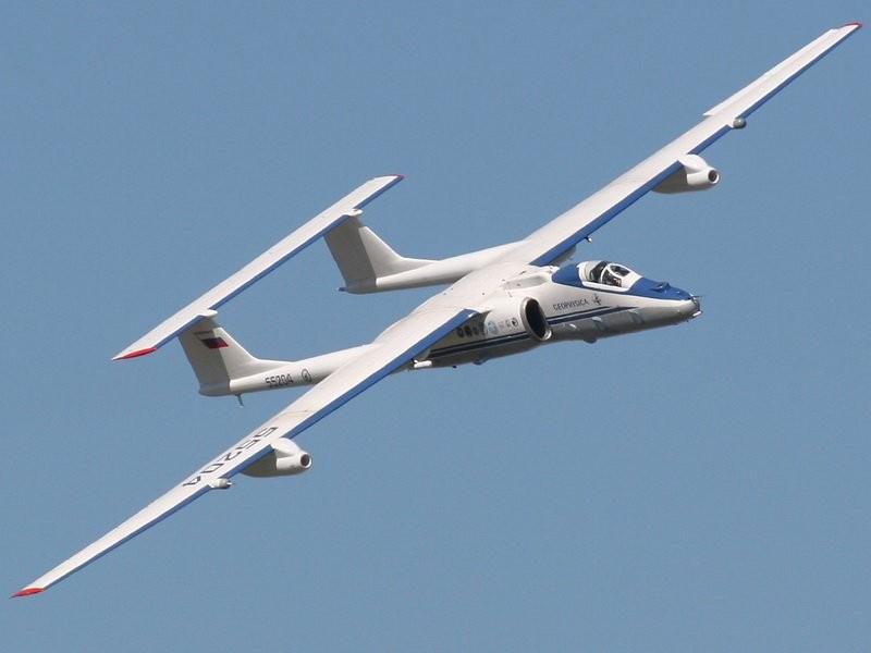 """Самолет М-55 """"Геофизика"""" готовится к научной экспедиции в Непале"""
