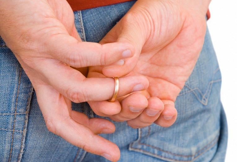 Какпонять, чтовашмужчина насамом деле женат