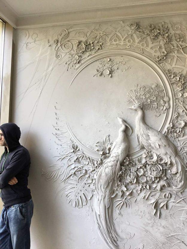 Российский художник превращает скучные стены в произведение искусства